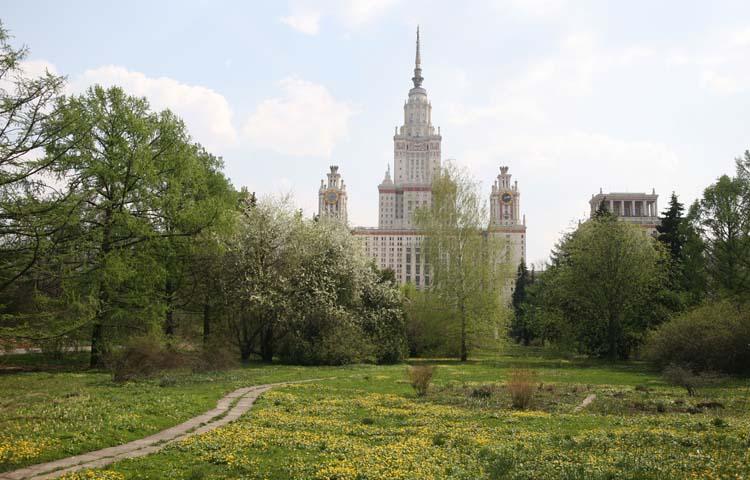 Вид из Ботанического сада на главное здание МГУ