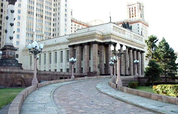 Главный вход Главного здания МГУ