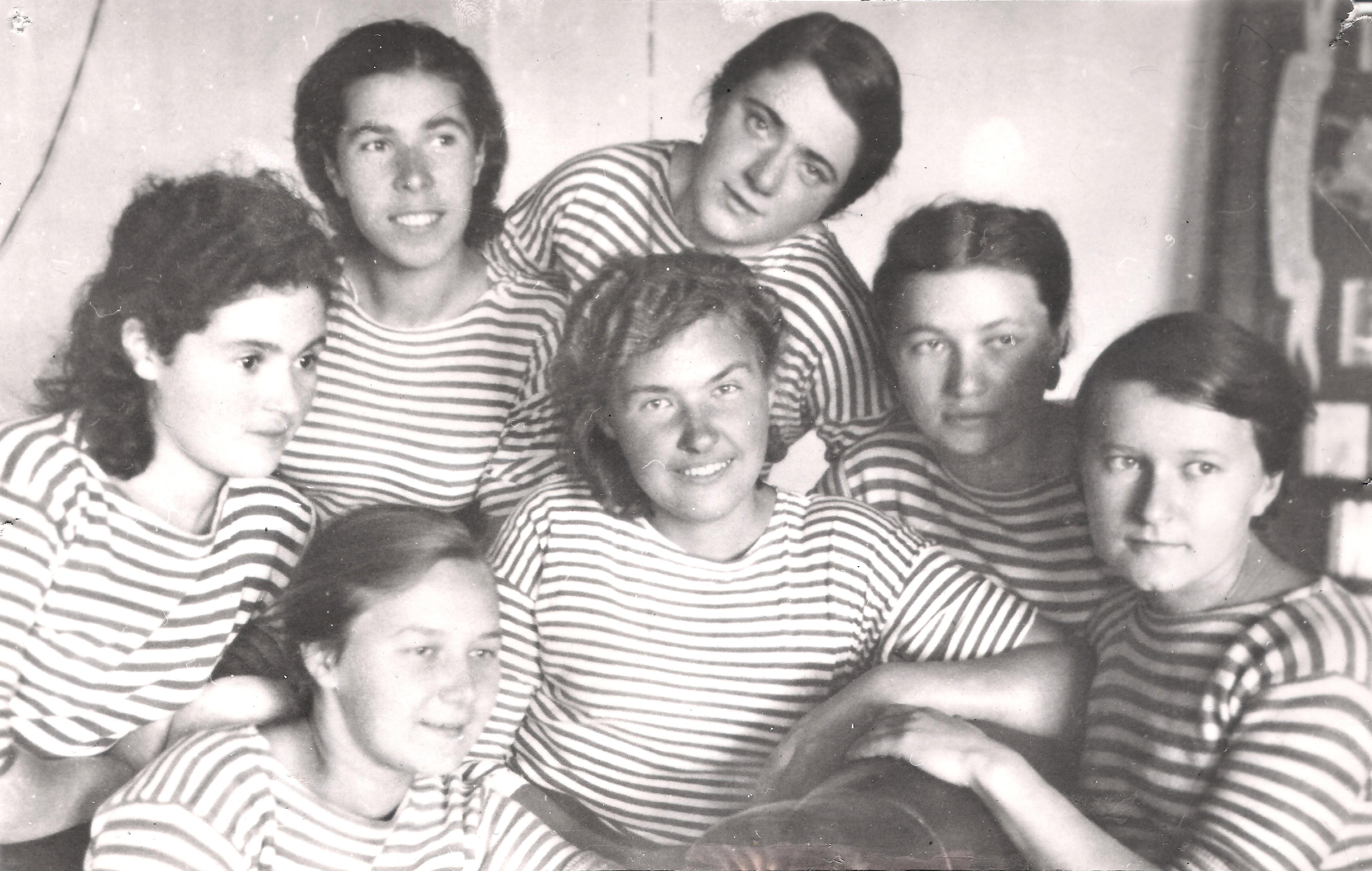Студентки на море 6 фотография