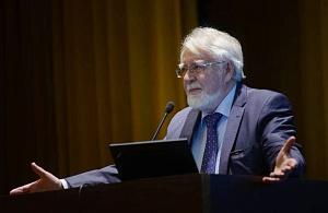 В.П. Скулачёв — лауреат Демидовской премии