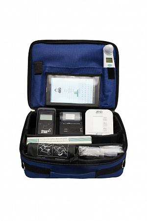 Портативный набор с оборудованием для считывания физиологических показателей и устройством для передачи информации